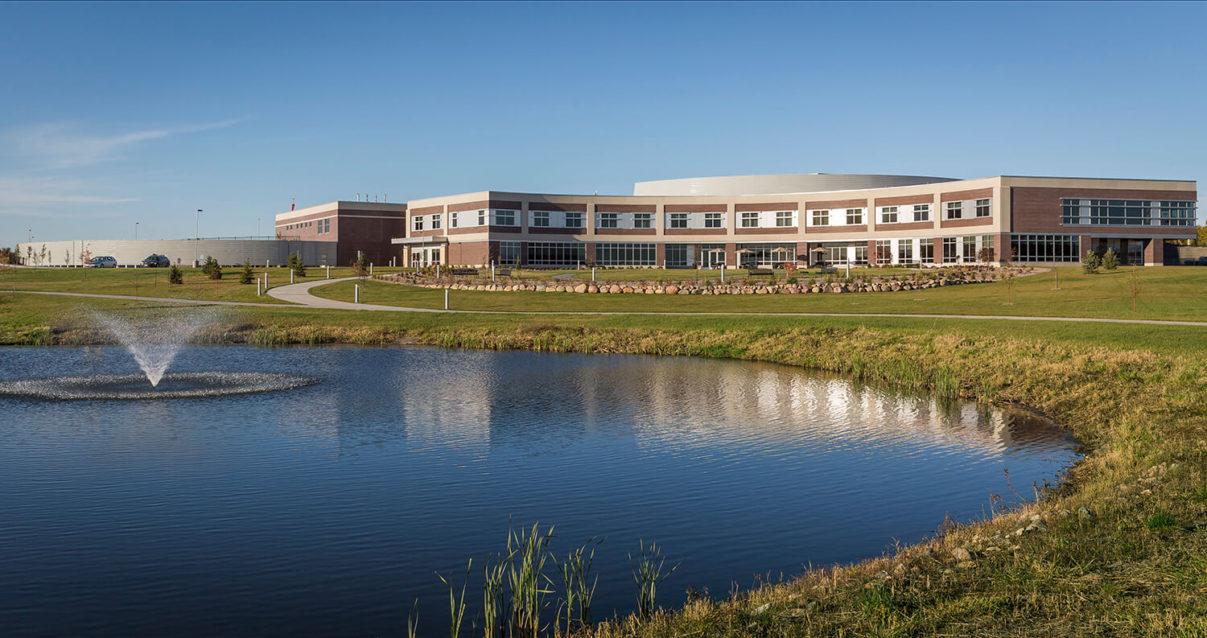 cmba-architects-portfolio-sioux-center-health-exterior-2