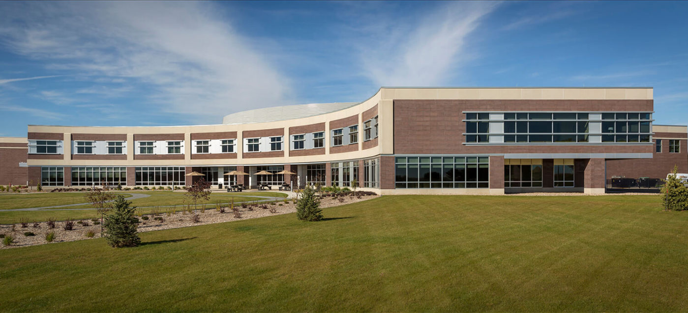 cmba-architects-portfolio-sioux-center-health-exterior-3