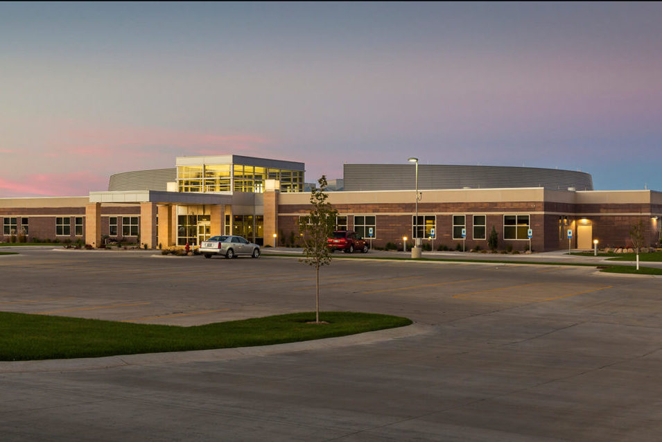 cmba-architects-portfolio-sioux-center-health-exterior-dusk