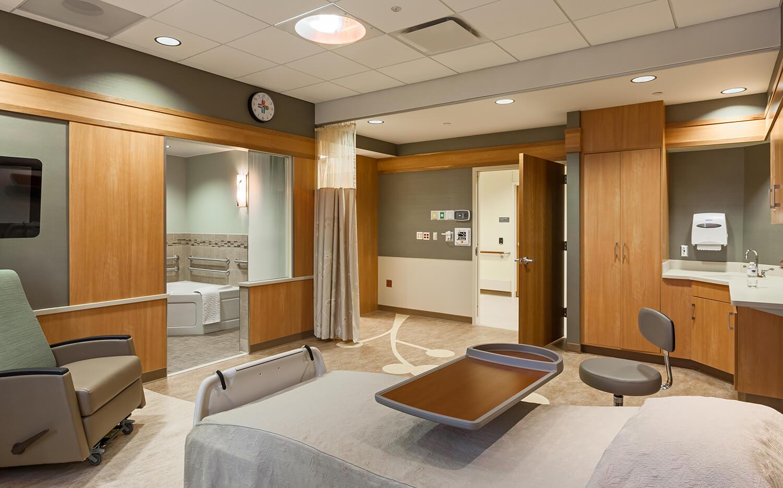 cmba-architects-portfolio-sioux-center-health-patient-room-2