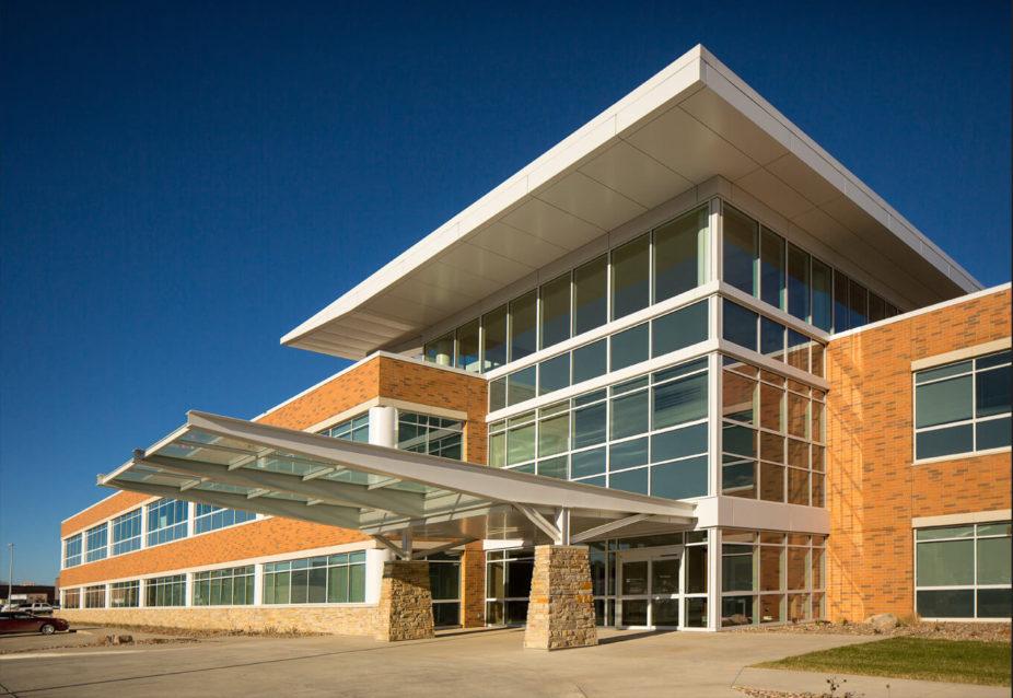 cmba-architects-portfolio-sunnybrook-medical-plaza-exterior
