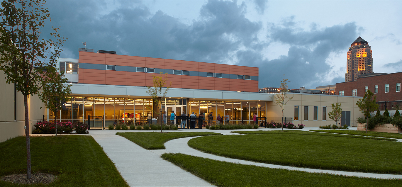 Central-Iowa-Shelter-Courtyard-2-CMBA-Architects