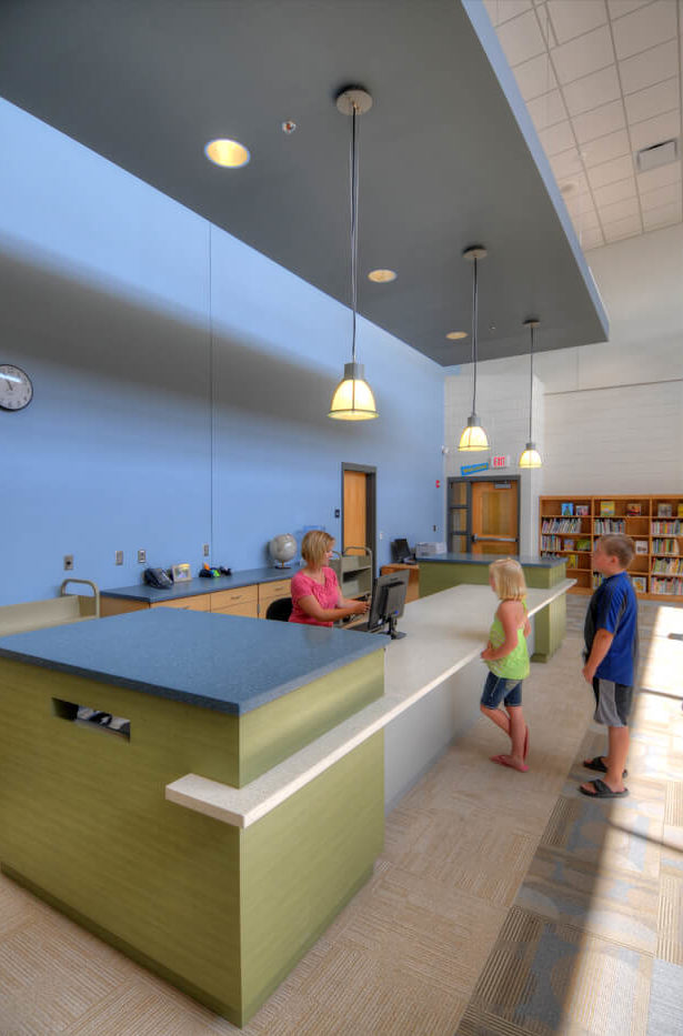 cmba-architects-portfolio-hinton-elementary-school-library-desk