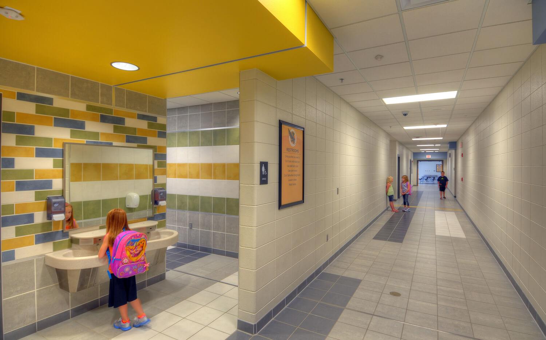 cmba-architects-portfolio-hinton-elementary-school-restroom
