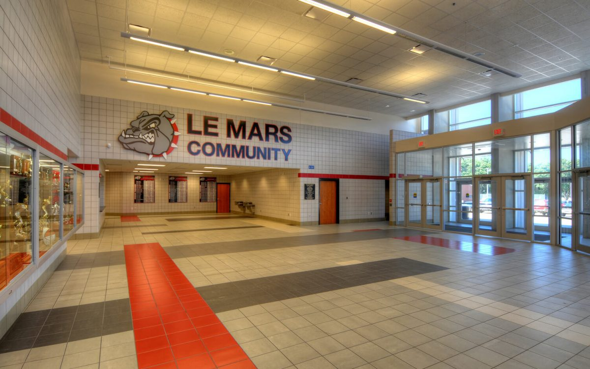cmba-architects-portfolio-le-mars-community-middle-high-school-lobby