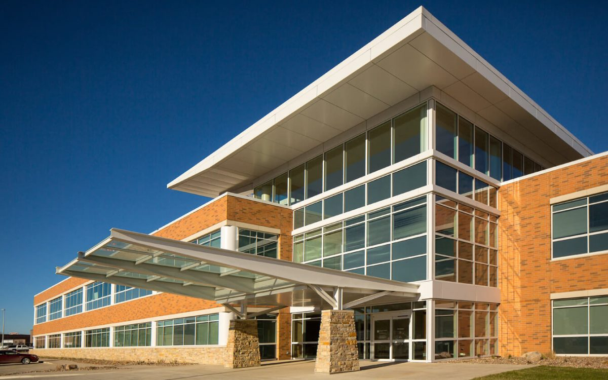 cmba-architects-portfolio-sunnybrook-medical-plaza-exterior